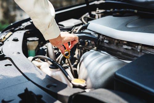 Na troca de óleo ganhe a mão de obra e filtro grátis na AUTO MECÂNICA MENDONÇA.